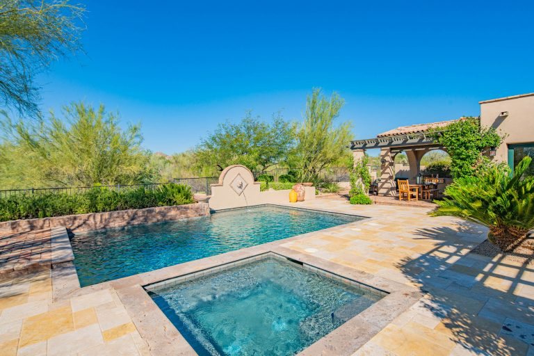 Pool and spa in North Scottsdale
